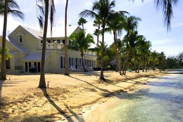 Crystal Waters Villa sits beach front near the popular Water Cay and Kaibo Yacht Club