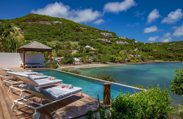 Javacanou villa overlooks the beautiful protected waters of Marigot Bay