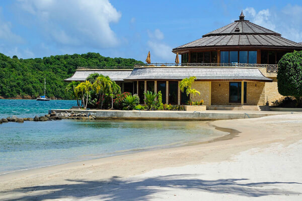 Calivigny Island - The Overhang House, Grenada villa