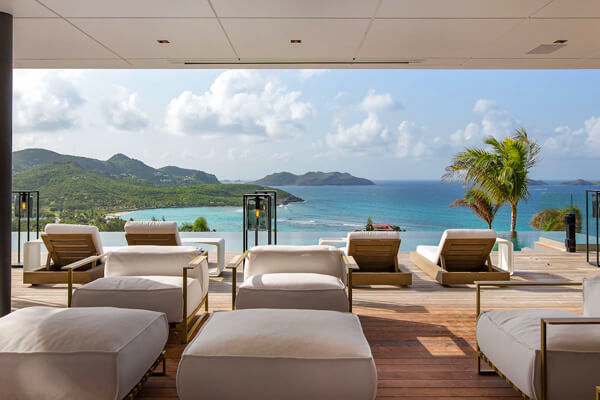 NEO Villa has amazing views of the ocean below