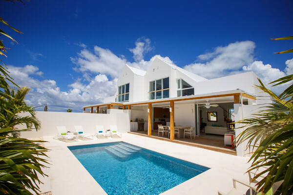 Edge of Paradise is located just a few minutes from Grace Bay Beach