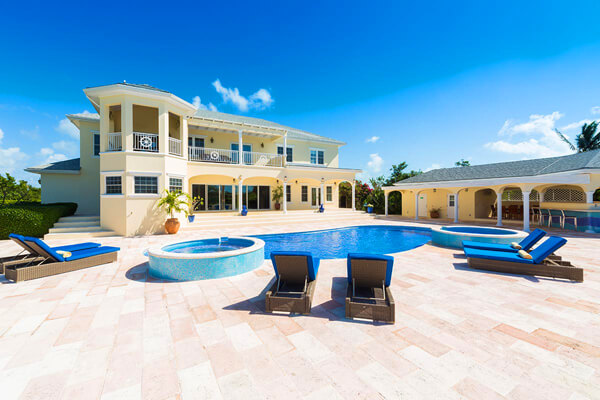 Emerald Villa is located on the Leeward Canal