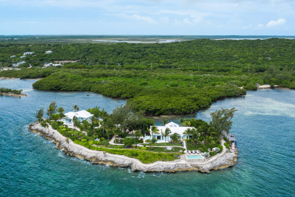 Middle Cay is located in an ideal spot just off Harbour Island in the Bahamas