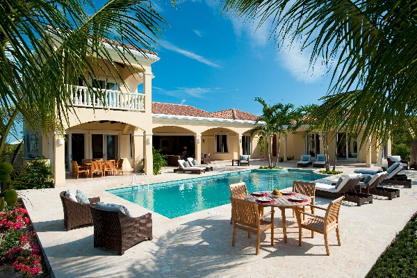 Mirabelle sits on a beautiful stretch of Sapodilla Bay Beach