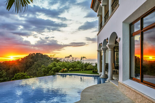 Casa Puestra del Sol Villa is located the neighborhood of Vista Tres Bahias in Los Suenos