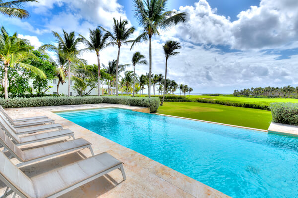 Corales 50 is situated in Punta Cana on the golf course only several hundred yards from the ocean