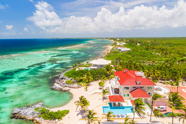 Villa Del Mare is in an ideal oceanfront location near Rum Point