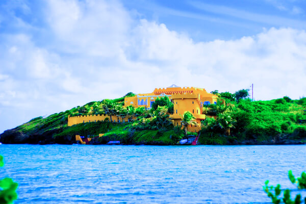 Azzurra Castle sits on the southwest shore of Greneda\'s L\'Anse aux Epines