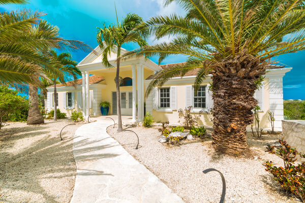 Alizee Villa is located just a short distance away from Taylor Bay Beach