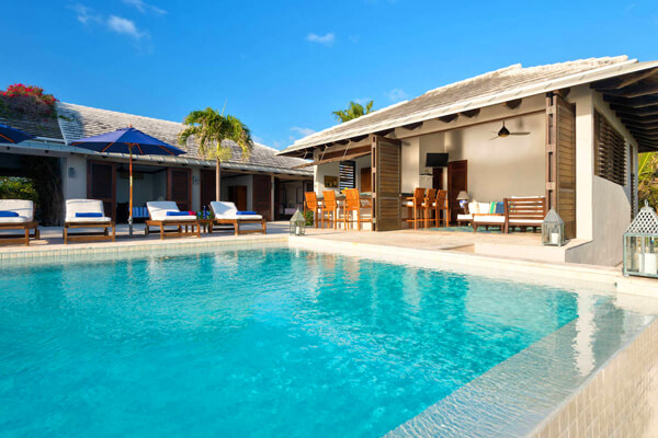 Ponte de Sango Villa is located close to the beautiful Taylor Bay Beach