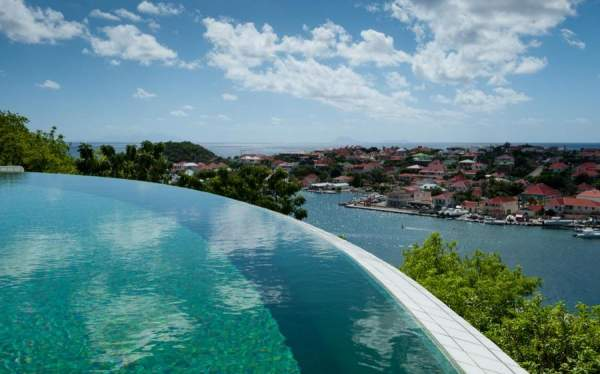 Amazing infinity edge pool at Lam Villa