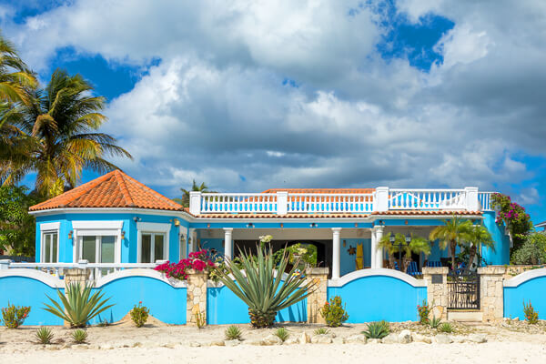 The vibrant colors at Turtle Villa provide for a fun atmosphere right on the beach