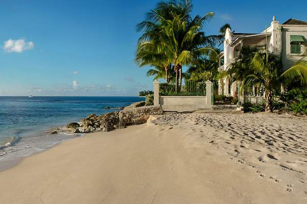 Caprice Villa sits in it's stately location on the Gold Coast Beachfront