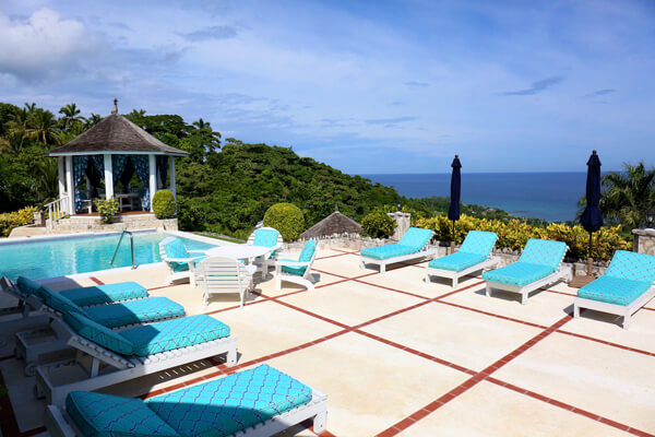 No Le Hace is a beautiful villa over looking the ocean from the Tryall club
