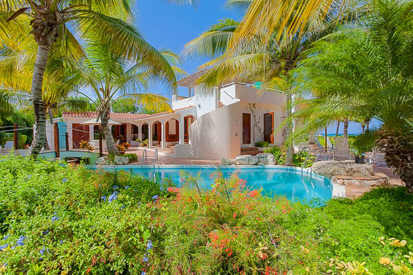 L\'Embellie Villa is located near Forest Bay and has a beautiful pool