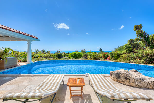 Lune de Miel Villa is located hillside in Terres Basses