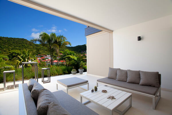 Camille is located close to the shops and restaurants in the heart of Gustavia
