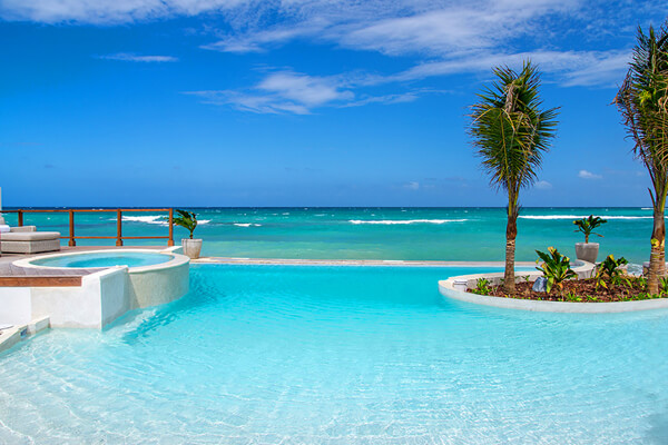 Tradewinds Villa has an amazing pool overlooking the ocean
