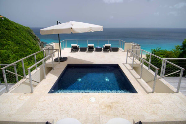 Lune villa has amazing ocean views from the pool area