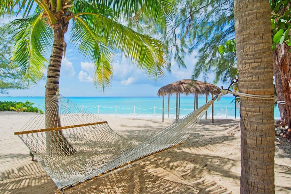 sea breeze 8   cayman villa rental   where to stay  rh   wheretostay