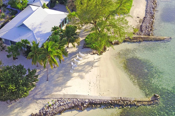 Your own private beach at Fingertip Villa