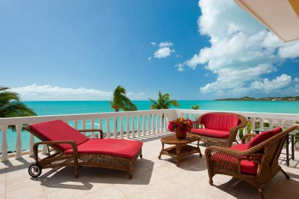 From the balcony at de Ligera enjoy views of the Caribbean
