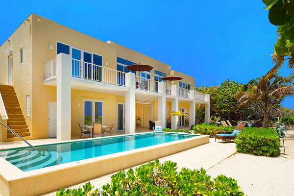 Villa Caymanas has a large raised beachfront pool