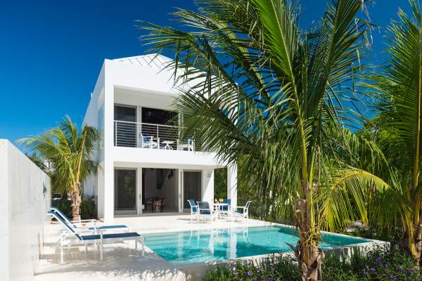 Little Plum Cottage is a single bed unit on Grace Bay Beach