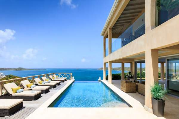 Stunning infinity edge pool